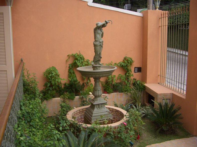 Jardim de entrada da Sede